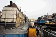 Ad van Zwieten lived on the Vijzelgracht until his house was declared unfit for habitation, after subsidences caused by the metro construction work. Photo Maurice Boyer, nrc.nl