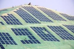 Solar geomembrane installation at Rebublics Hickory Ridge Landfill near Atlanta, Georgia