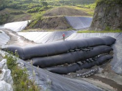 Geotubes at the El Mochito mine in Honduras