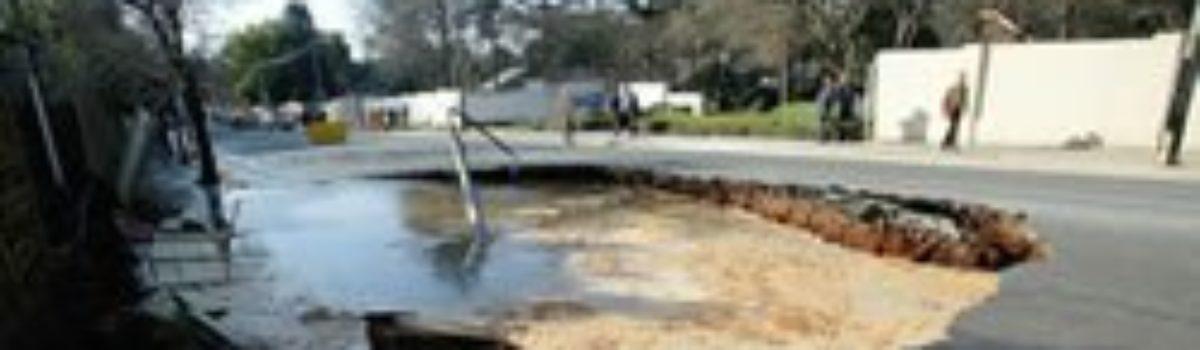 Johannasburg Sinkhole Opens after Tunnel Collapse
