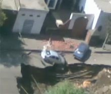 cairo_sinkhole_swallows_car