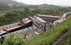Landslide causes train to derail in China, May 2010