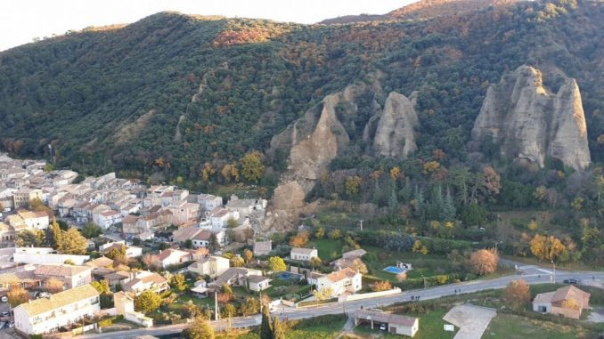 Rockfall crushes house in Les Mees, France